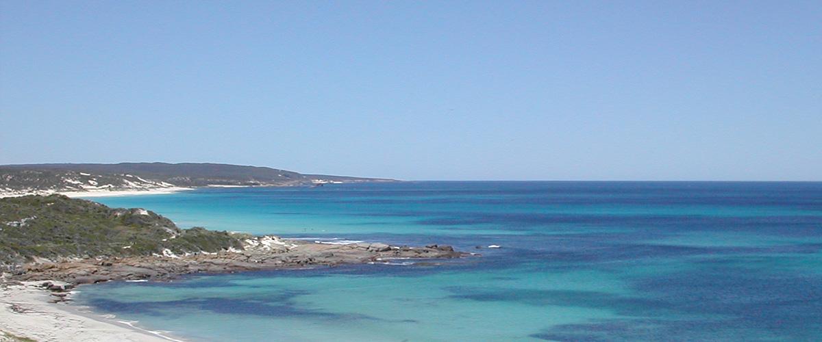 西オーストラリアのつきぬけるような青空と